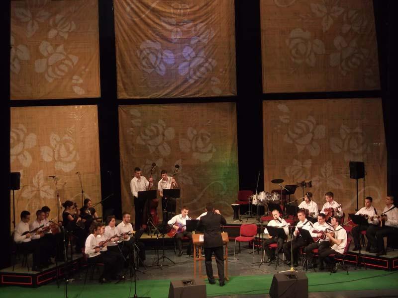 Tamburaski-orkestar-Lira.jpg